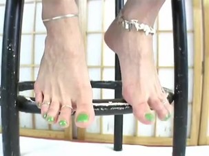 Moms green toes