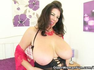 British milf Lulu Lush peels..