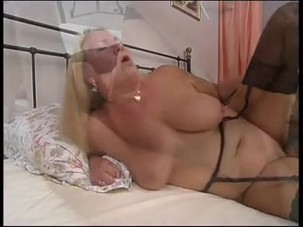 german_mature_gets_fucked_on_th..