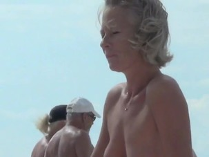 Beautiful naked women spied on..
