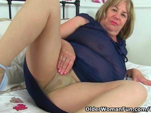 British milf Aunty Trisha soaks..