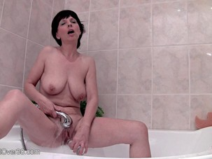 Juliette - Naturally Titted Mom..