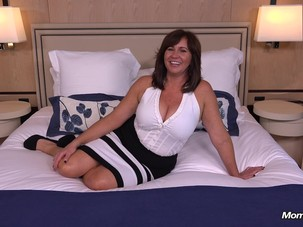 Thick Cougar MILF hungry for..