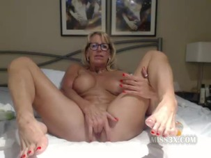 Granny pussy fingering