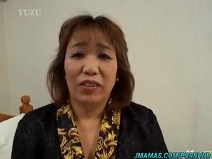 Kiriko Nakamoto gets vibrator..