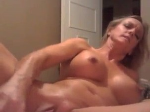 3ll3n@nn Squirt with long Dildo